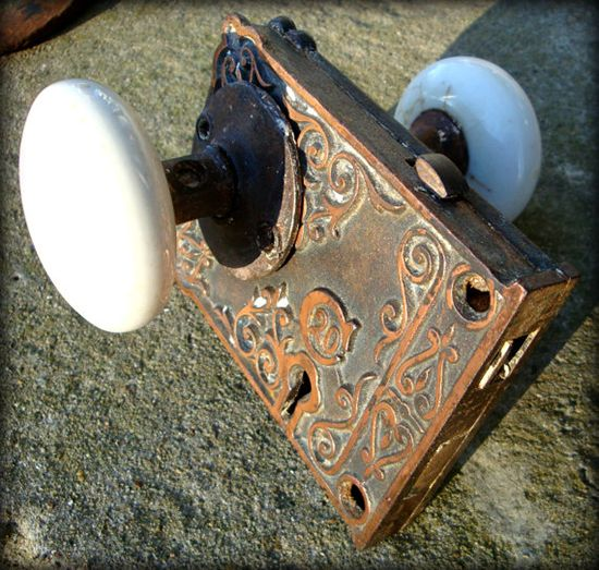 antique door knobs and locks photo - 10