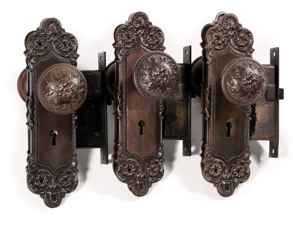 antique door knobs and locks photo - 16
