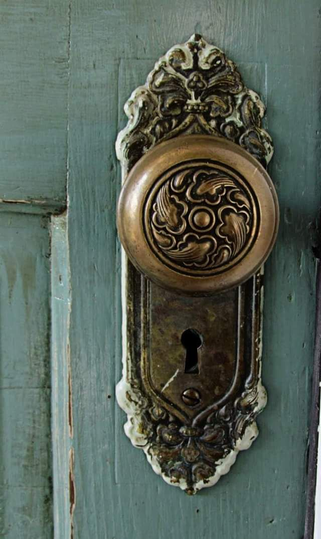 antique door knobs and locks photo - 3