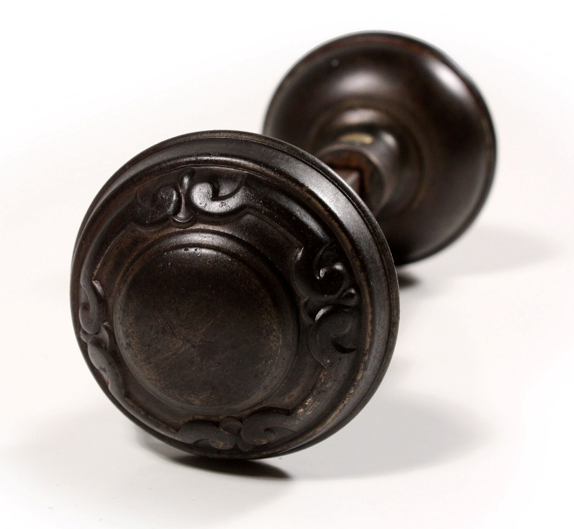 antique door knobs and plates photo - 16