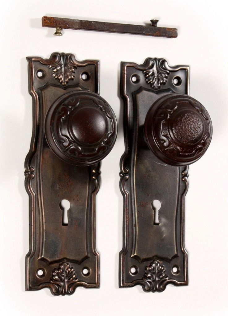 antique door knobs and plates photo - 19
