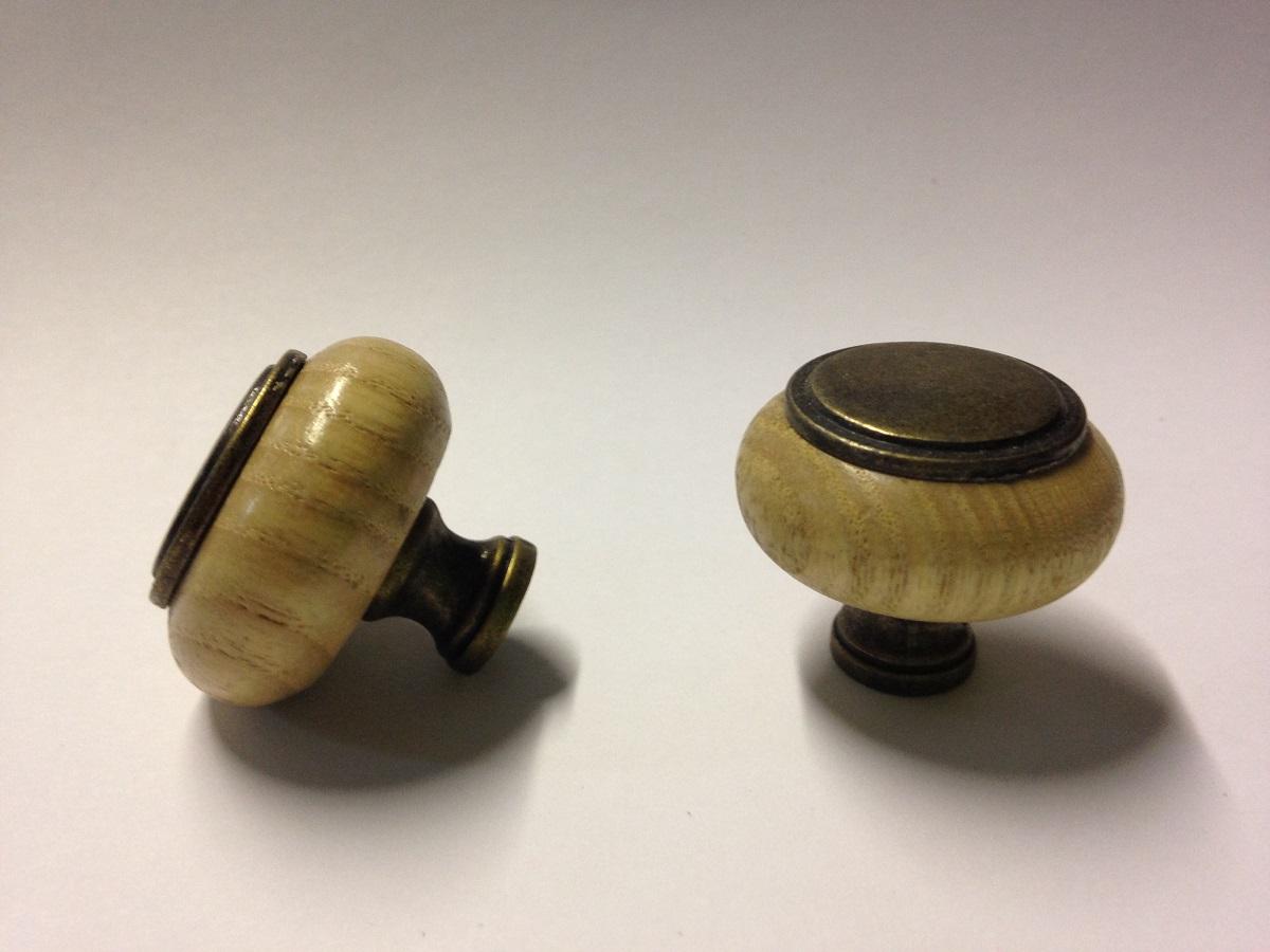 antique wooden door knobs photo - 11