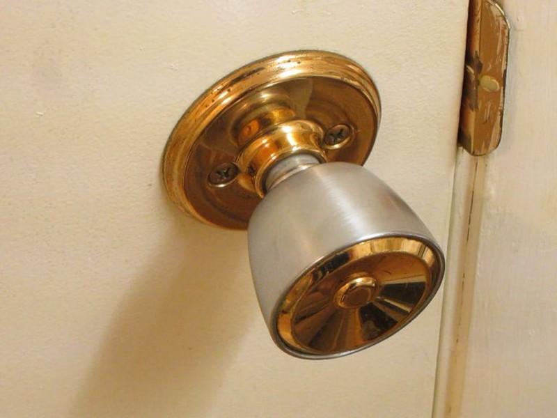 bathroom door knob photo - 8