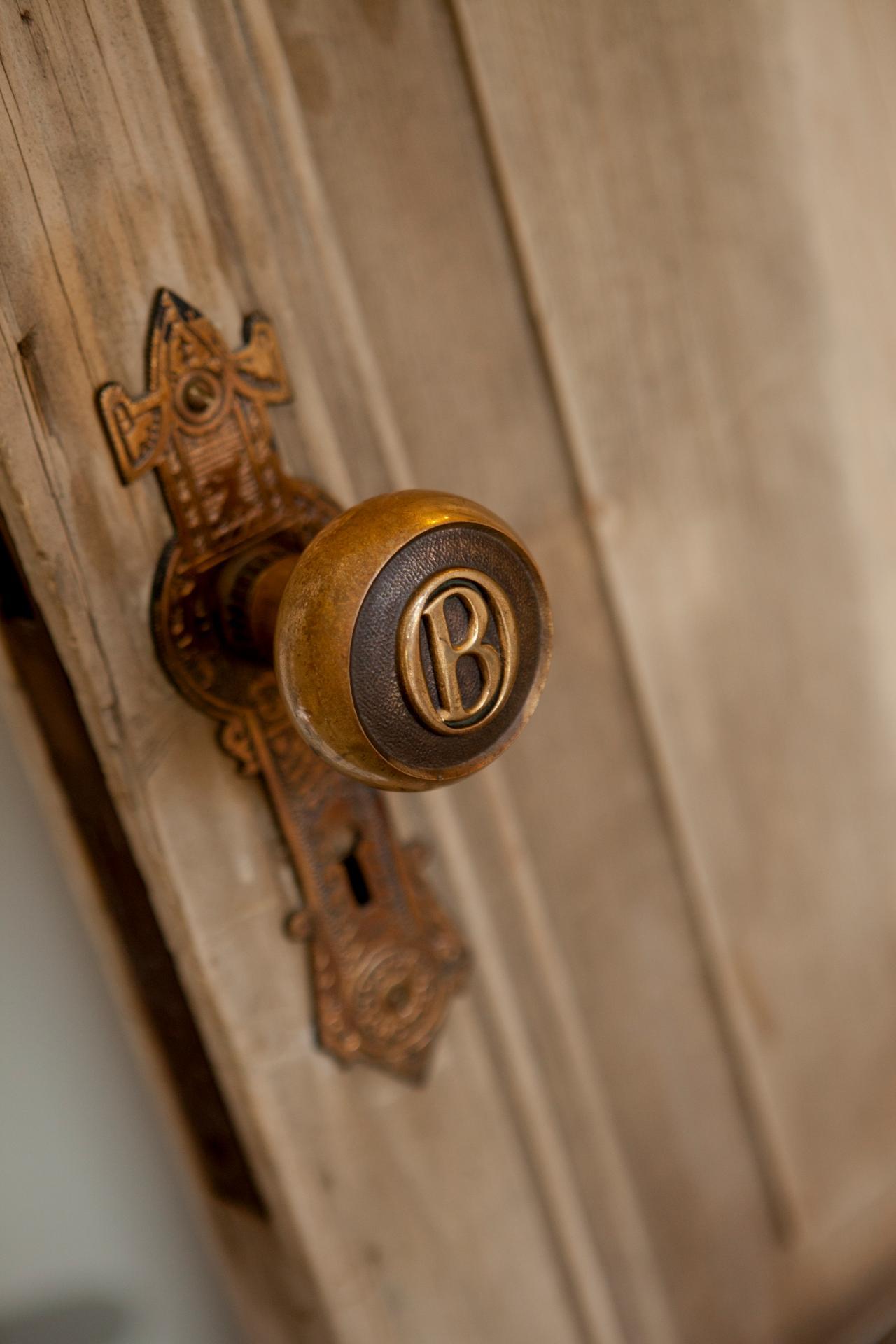 bedroom door knob photo - 9