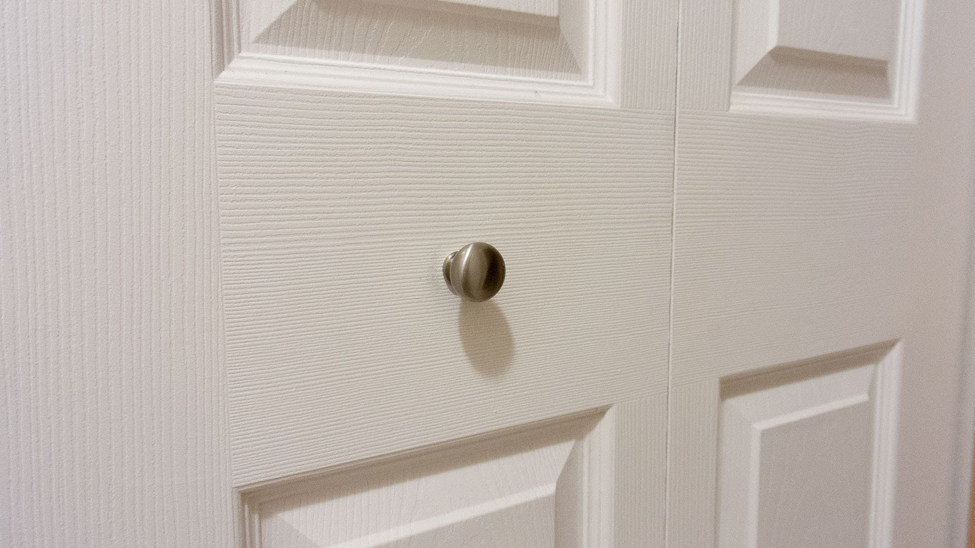 bifold door knob photo - 8
