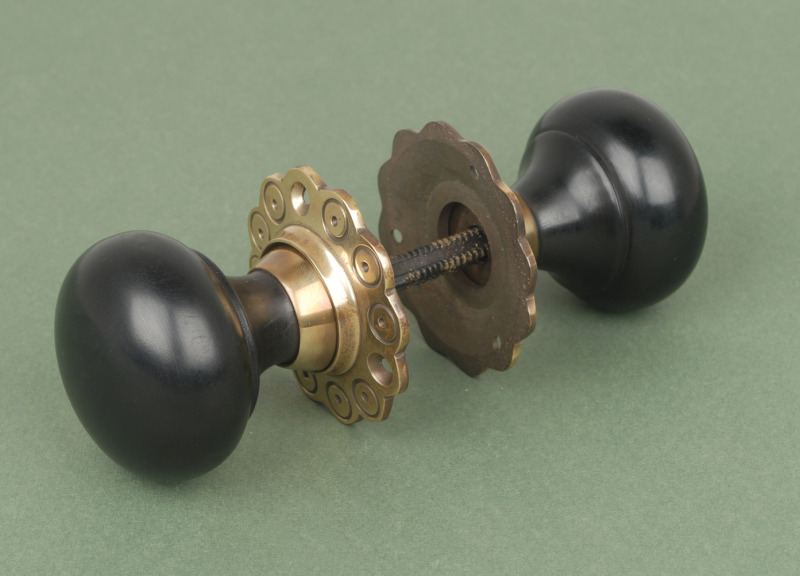 brass door knobs with backplate photo - 6