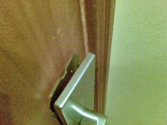 broken door knob photo - 19