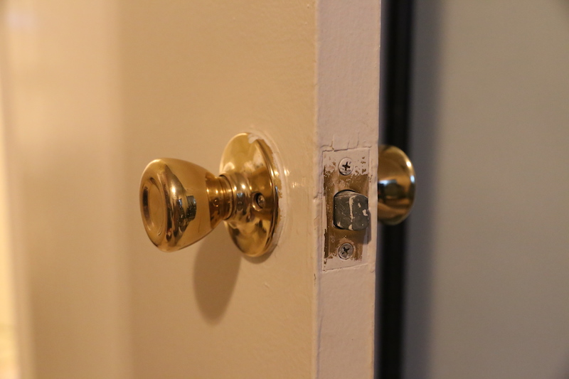 change door knob photo - 2
