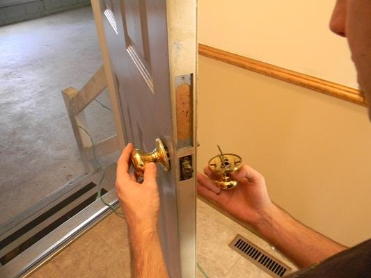 How to replace a door knob and installation
