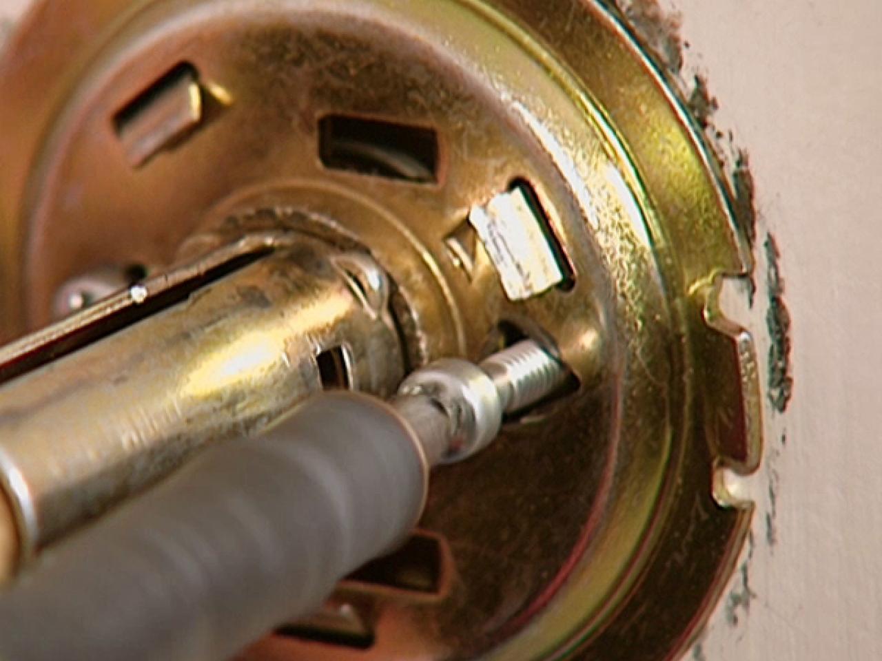 changing door knob photo - 10