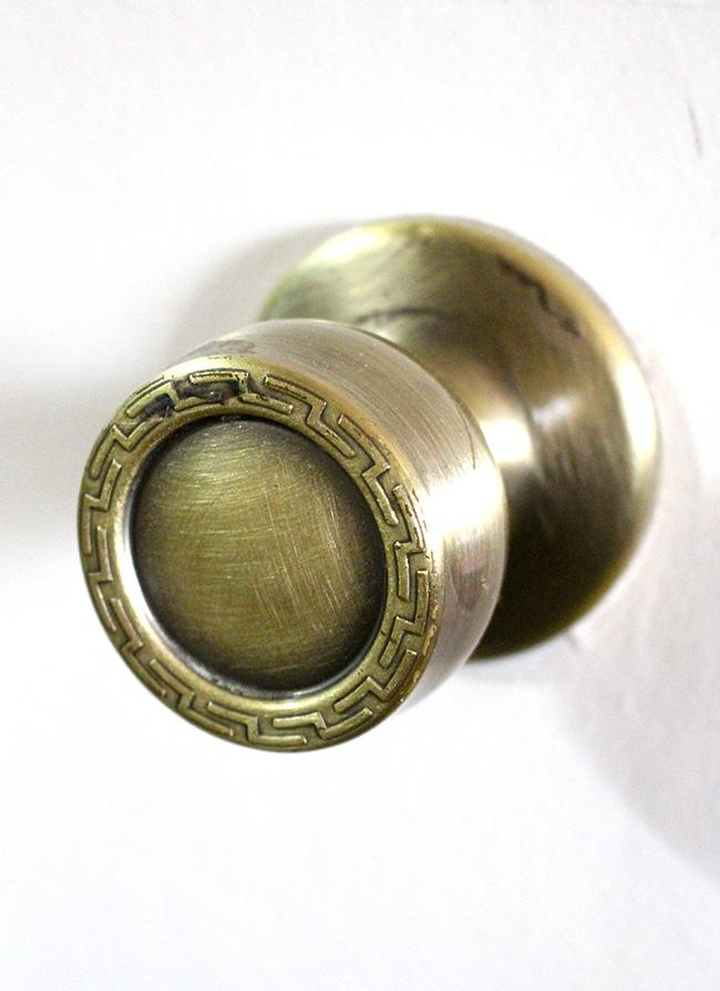 changing door knobs photo - 18
