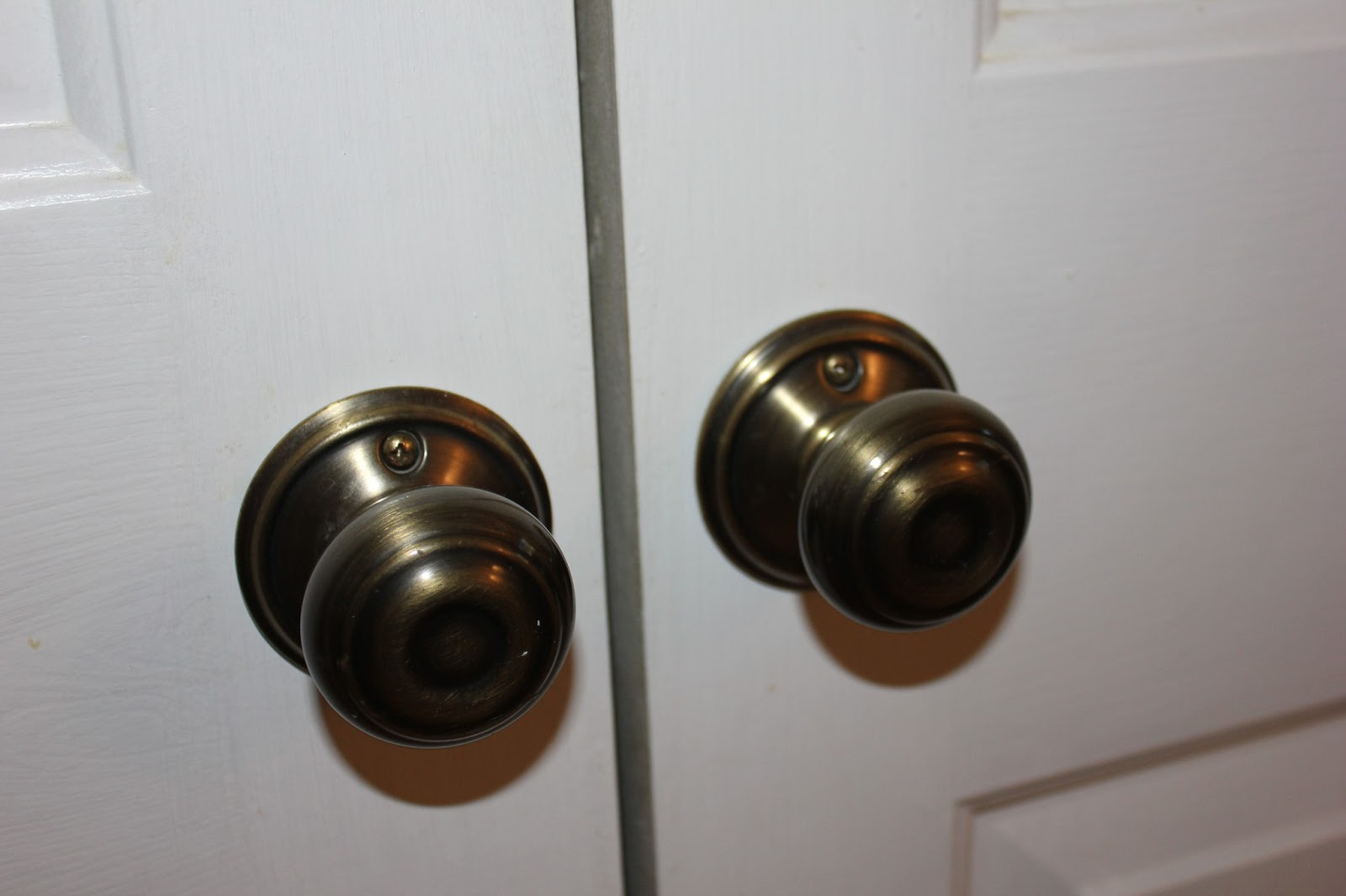closet door knobs photo - 11