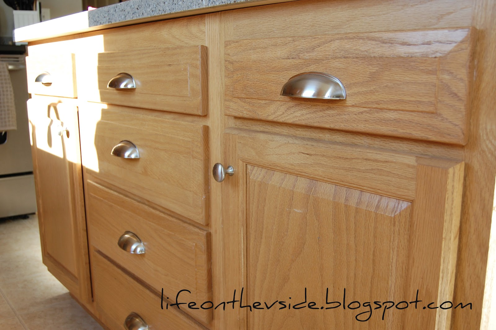 cupboard door knobs and handles photo - 17