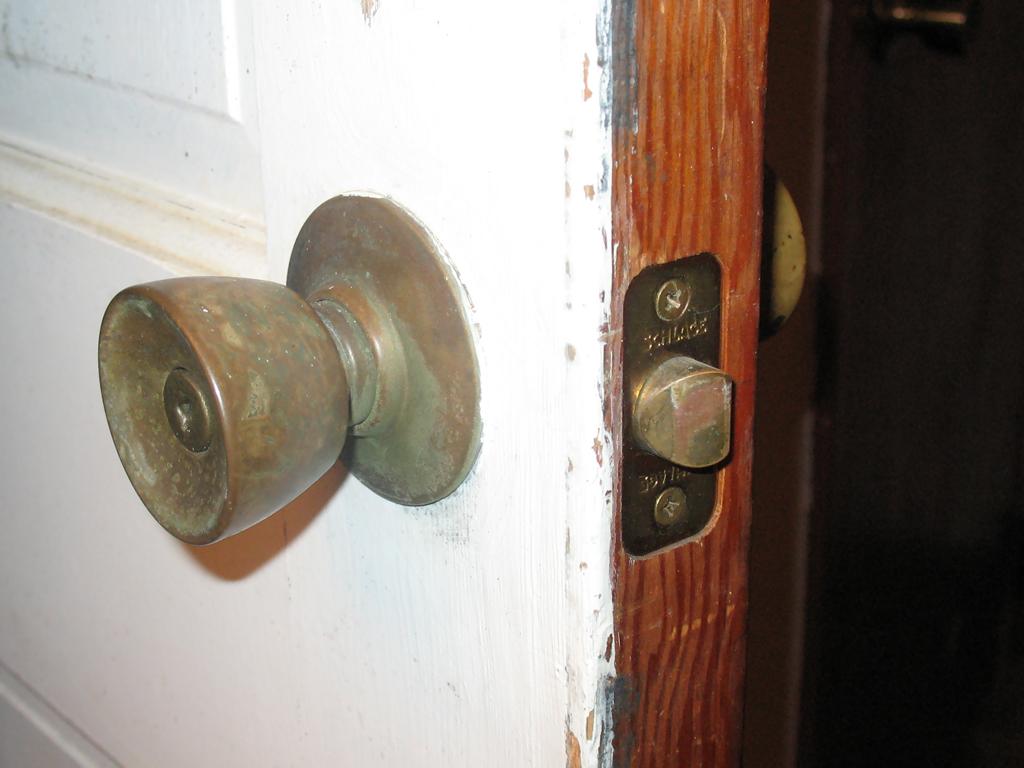 dexter door knob removal photo - 10