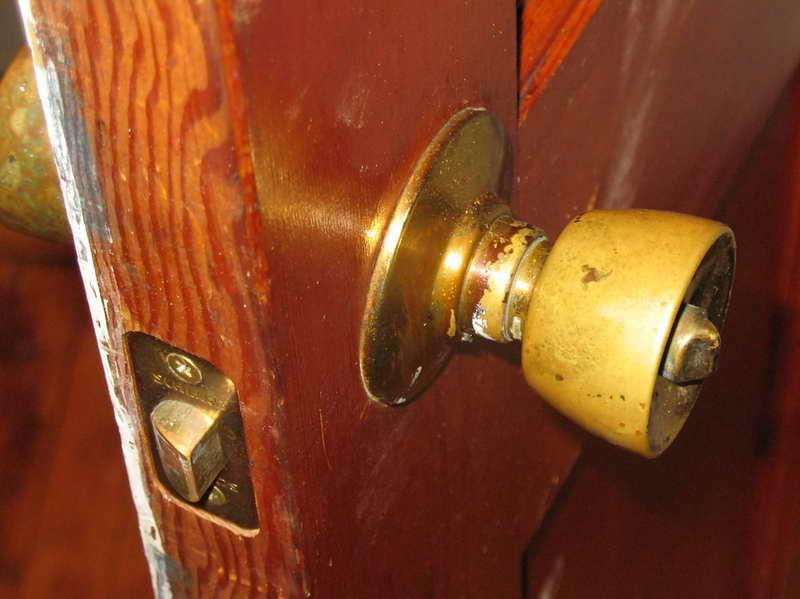 door knob install photo - 17
