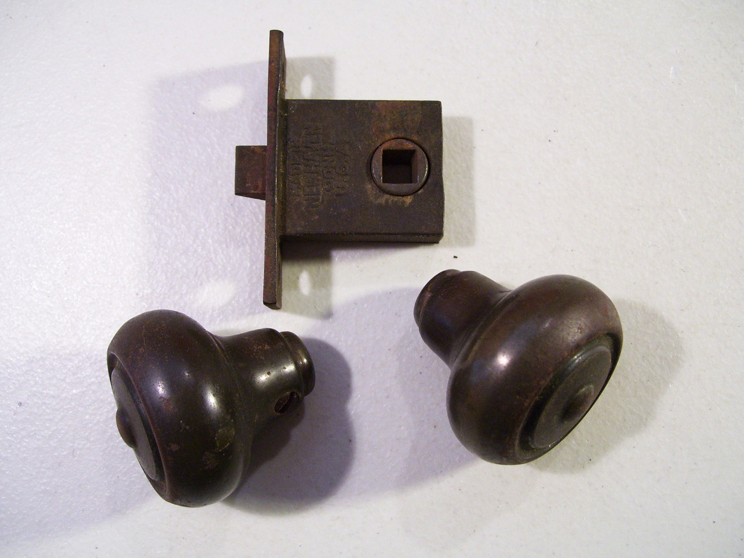 door knob latch assembly photo - 3