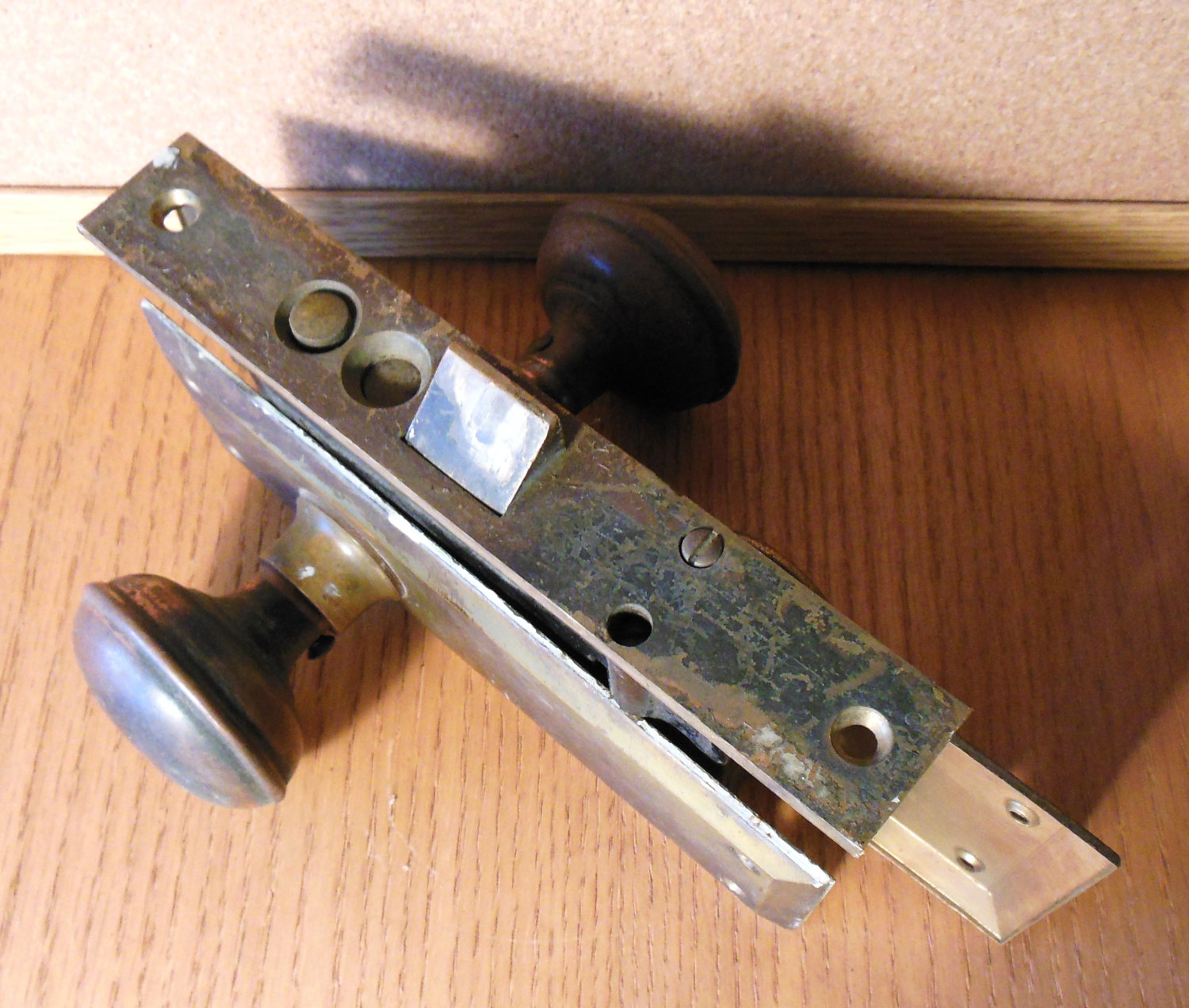 door knob lock mechanism photo - 1