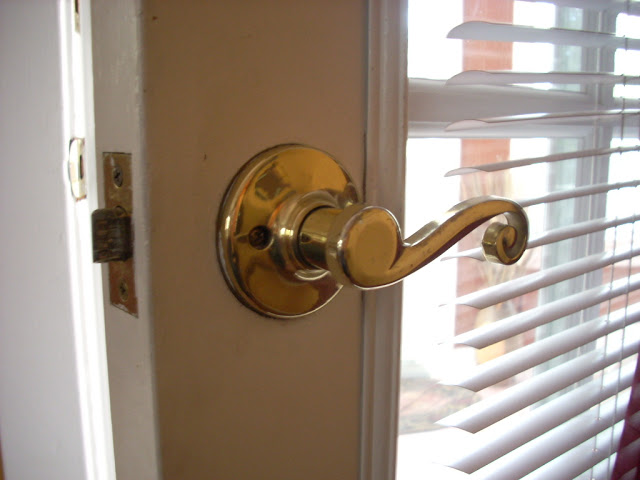 door knob loose photo - 19