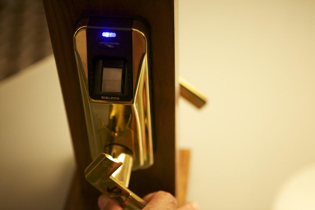 fingerprint door knob photo - 8