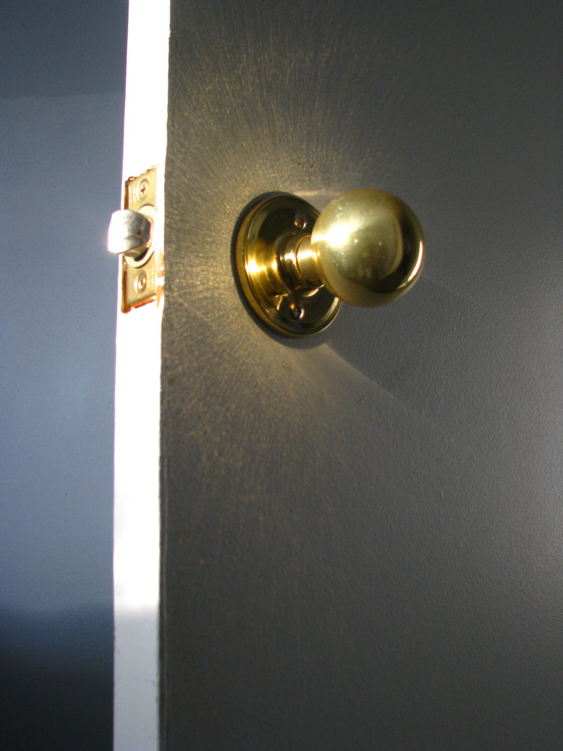 gold door knob photo - 18
