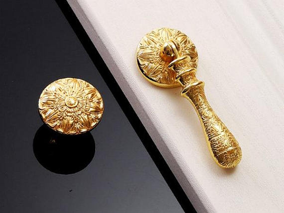 gold door knob photo - 19