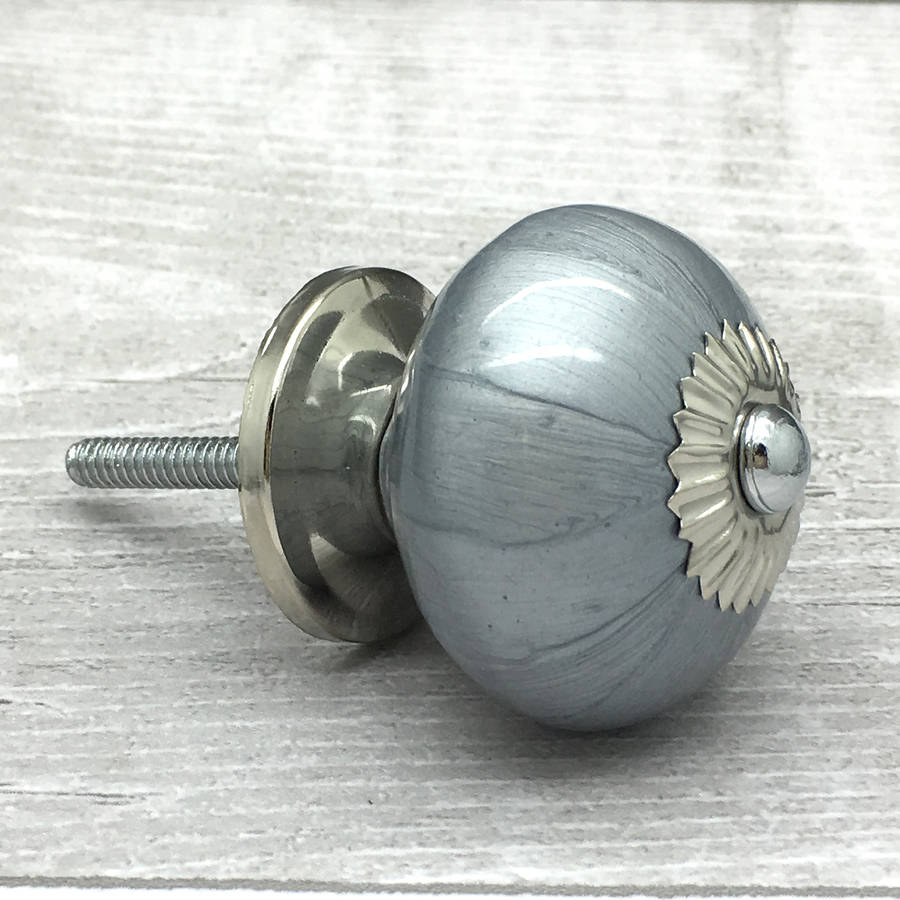 grey door knobs photo - 3