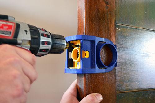 install a door knob photo - 11