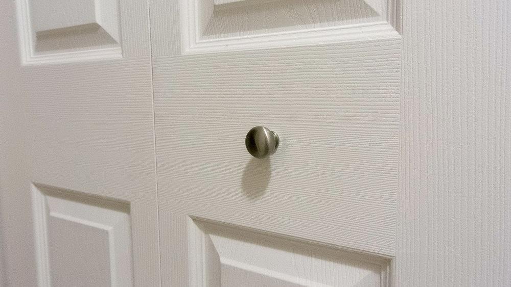 install a door knob photo - 6