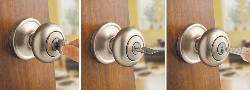 key stuck in door knob photo - 12