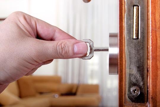key stuck in door knob photo - 14