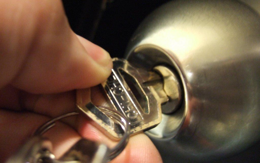key stuck in door knob photo - 15