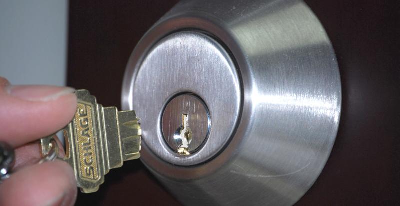 key stuck in door knob photo - 4
