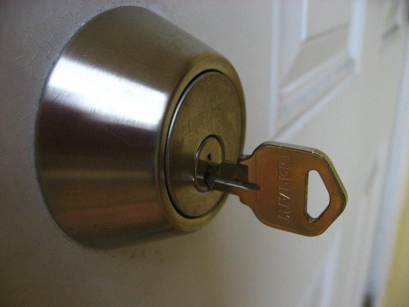 key stuck in door knob photo - 5