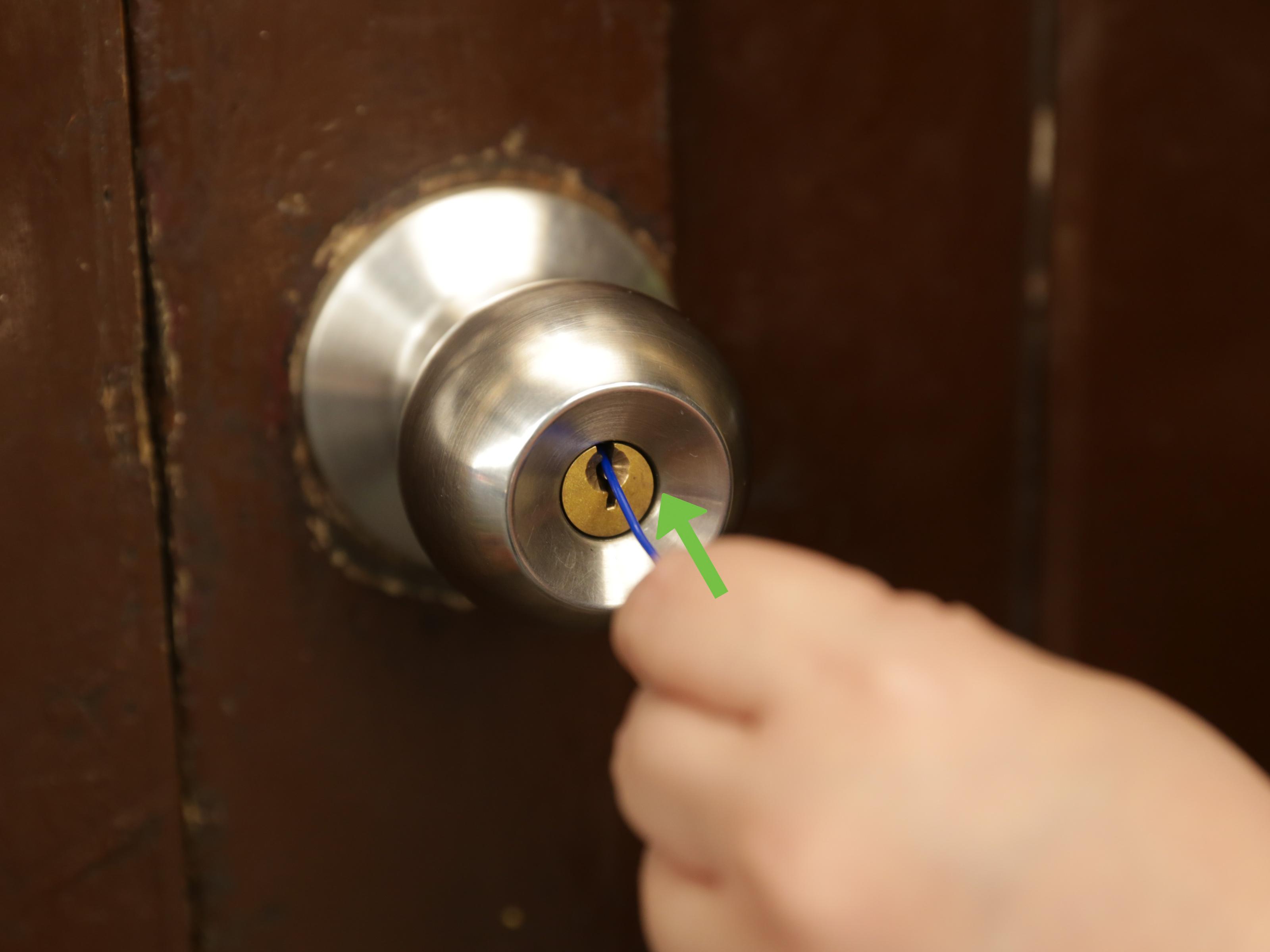 key stuck in door knob photo - 9