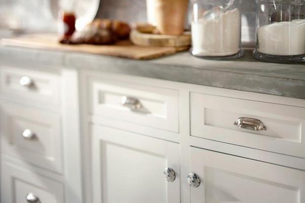kitchen cabinet door knob placement photo - 2