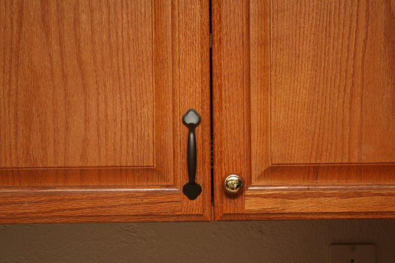 kitchen cabinet door knob placement photo - 5
