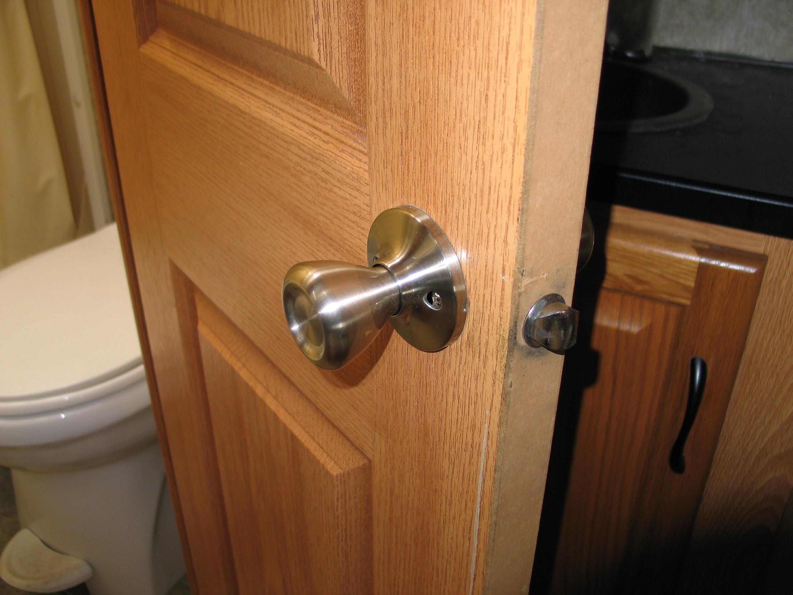 loose door knob photo - 4