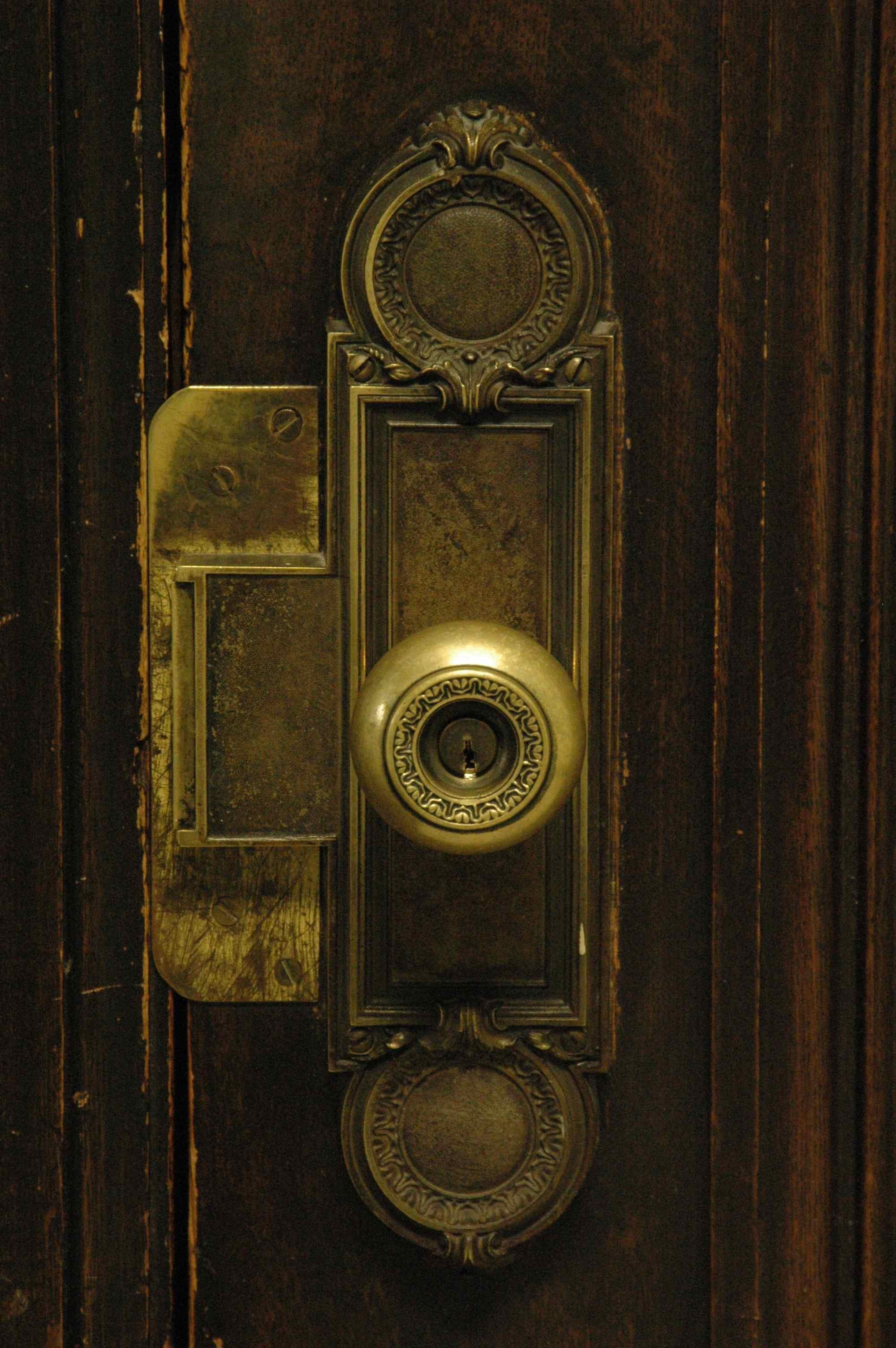 old door knob photo - 19