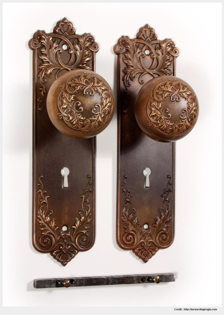 old fashioned door knob photo - 10