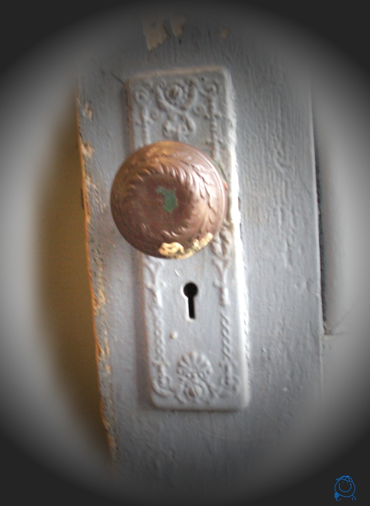 old fashioned door knob photo - 12