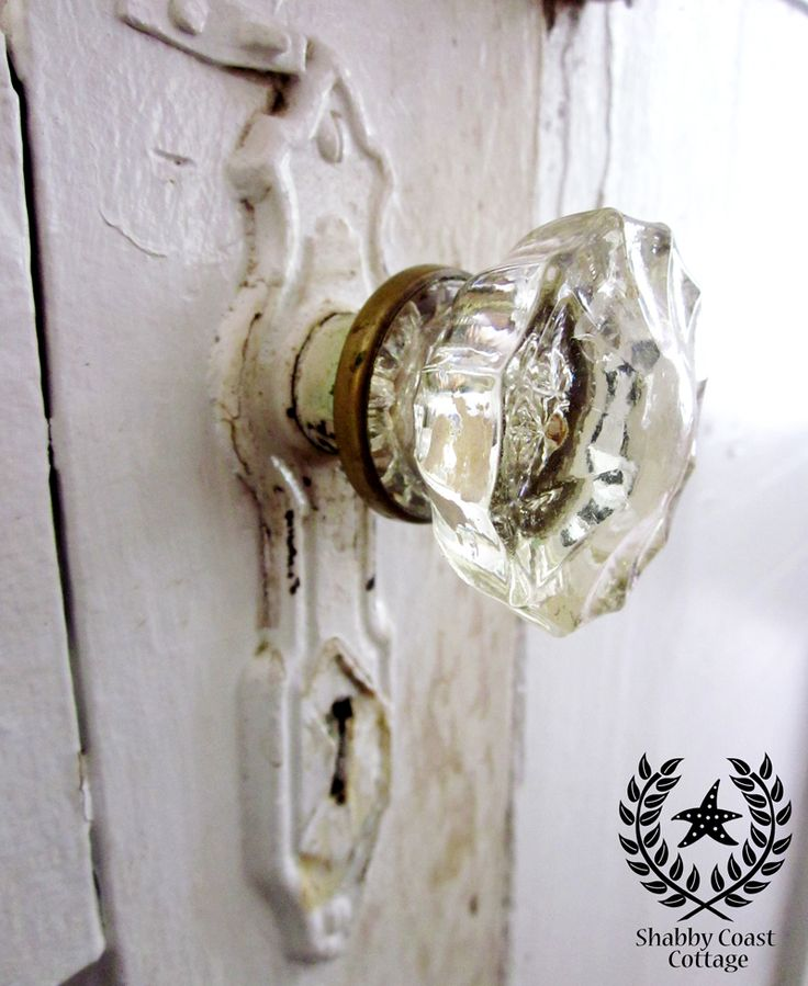 old fashioned door knob photo - 14