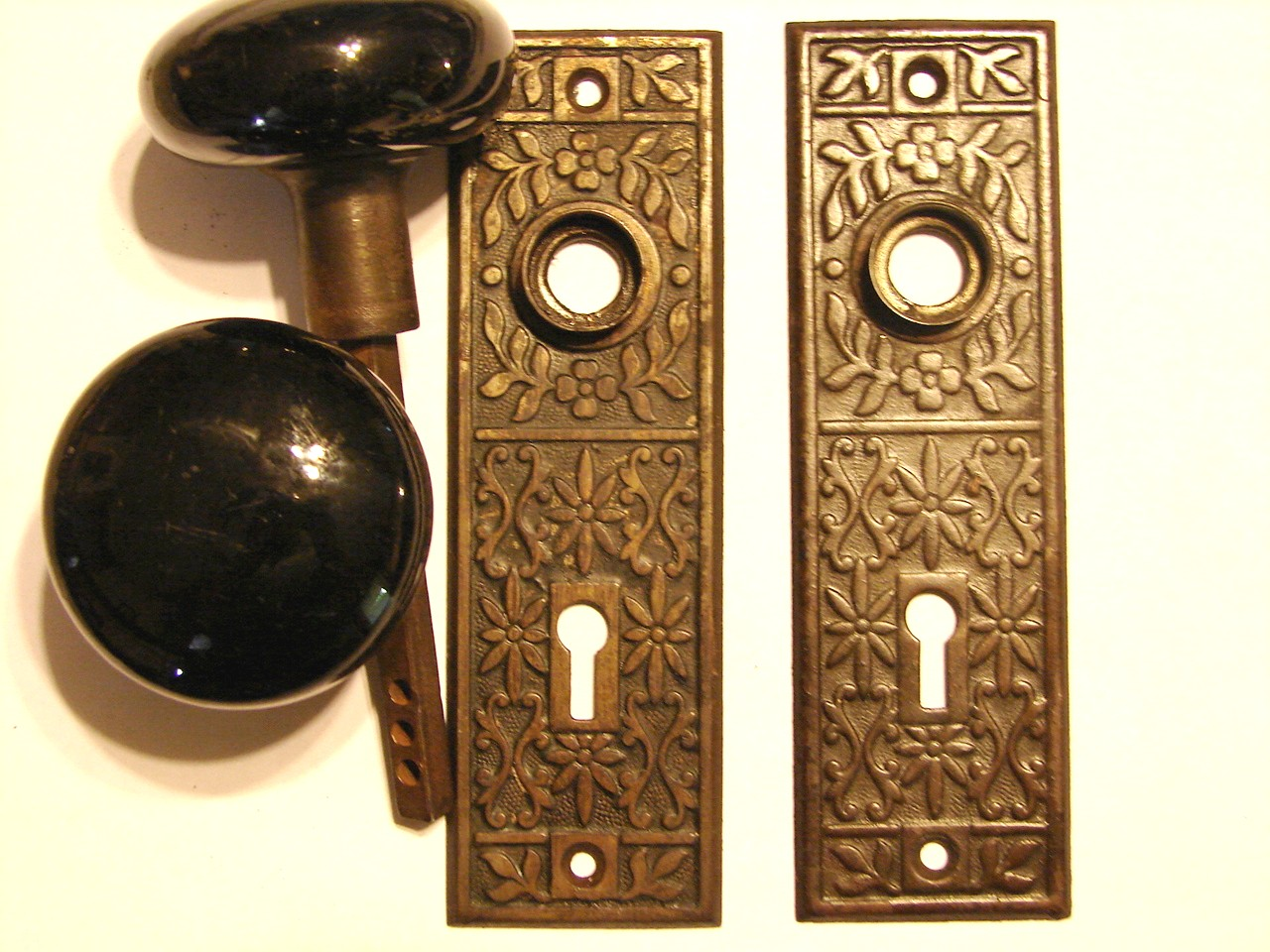 old fashioned door knob photo - 5