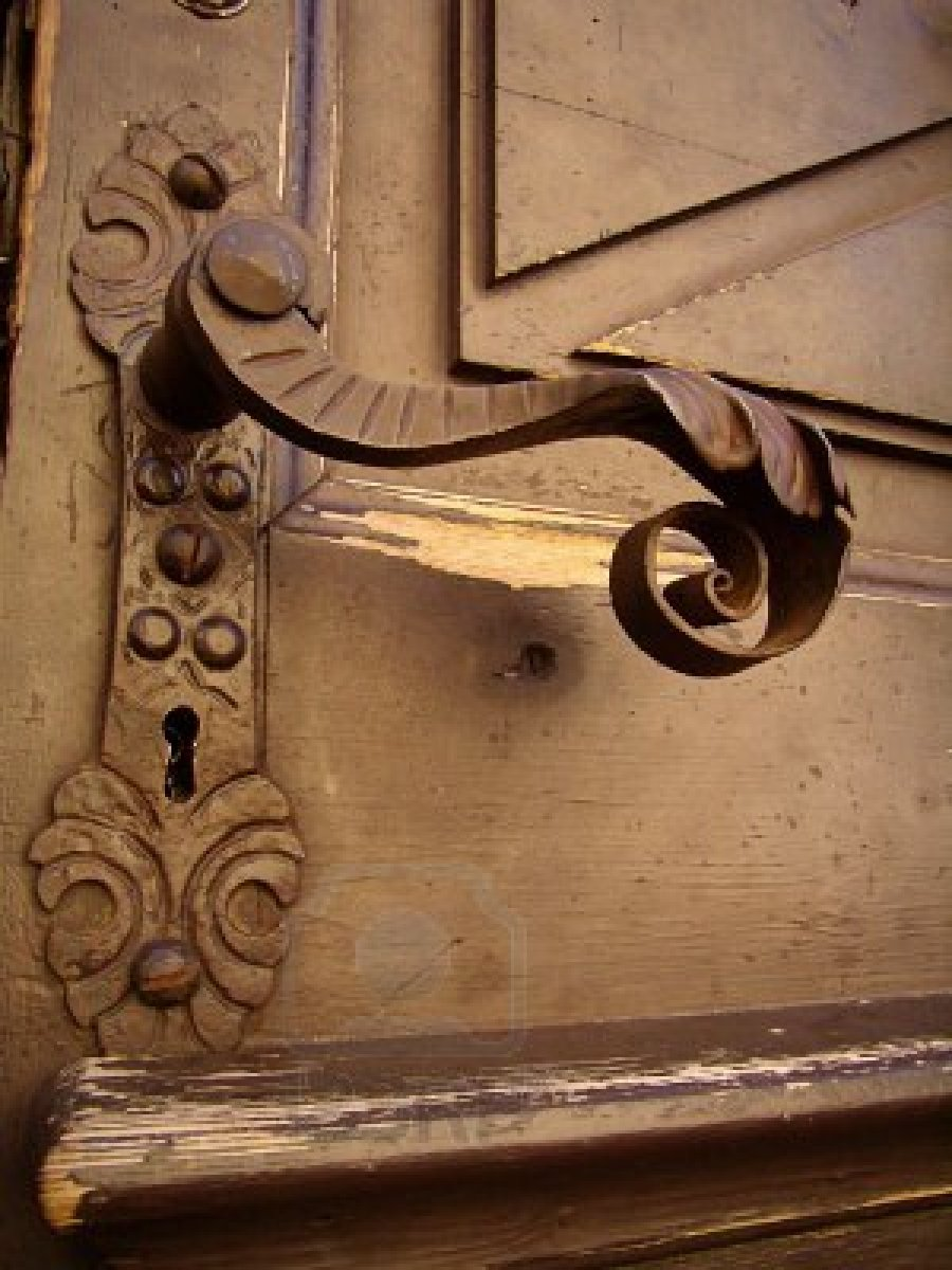 old fashioned door knob photo - 8