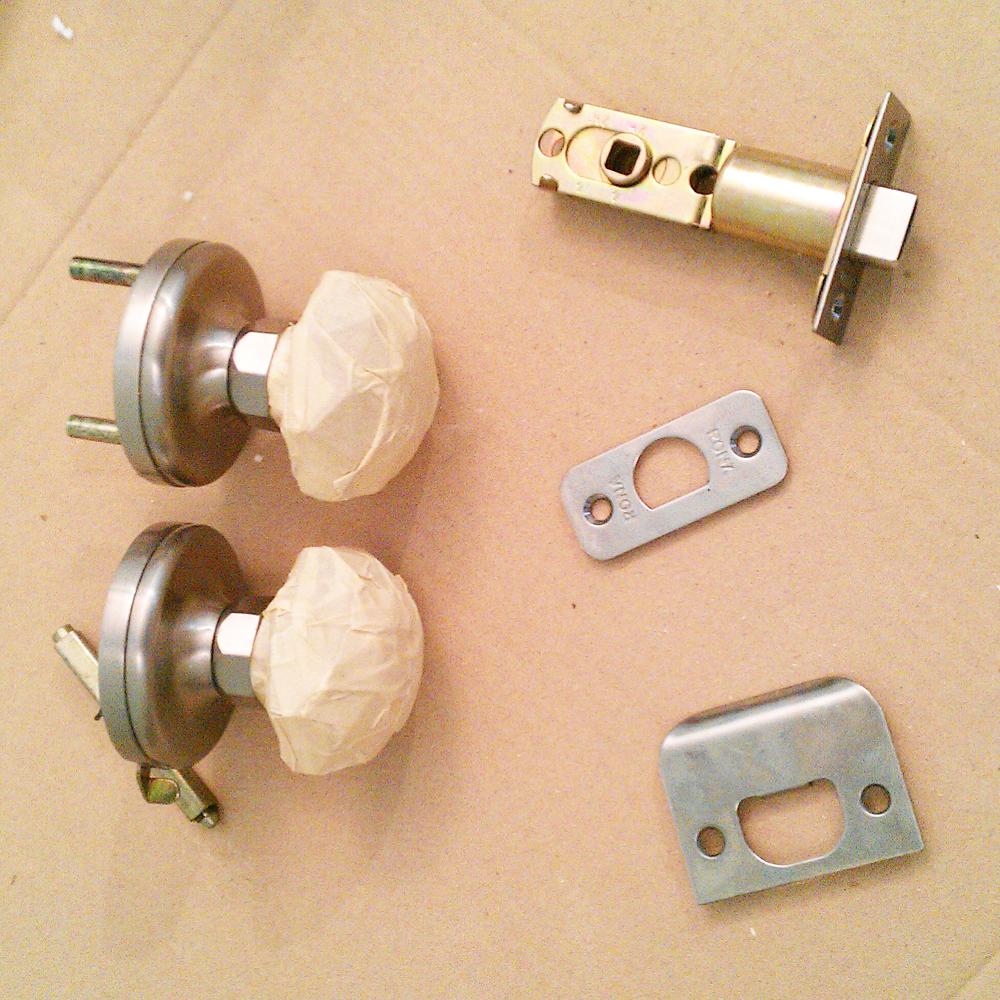 painting door knobs photo - 16