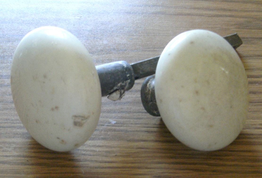porcelain door knobs photo - 6