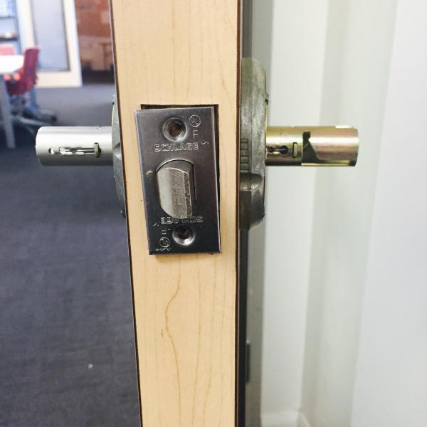 remove schlage door knob photo - 4