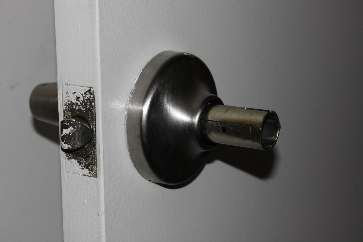 replacing door knob photo - 2