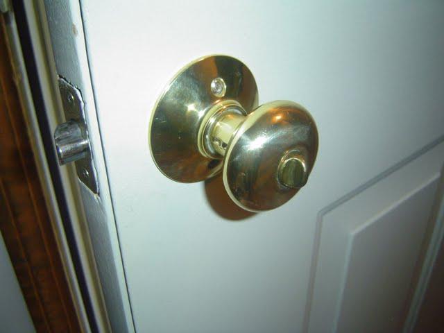 replacing door knob photo - 7