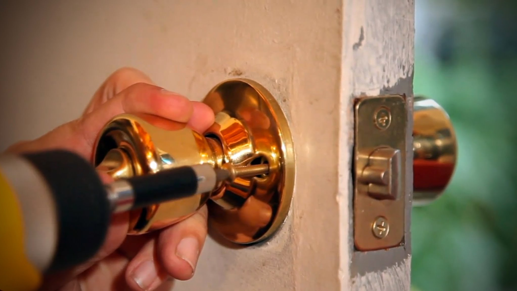 replacing door knobs and locks photo - 3