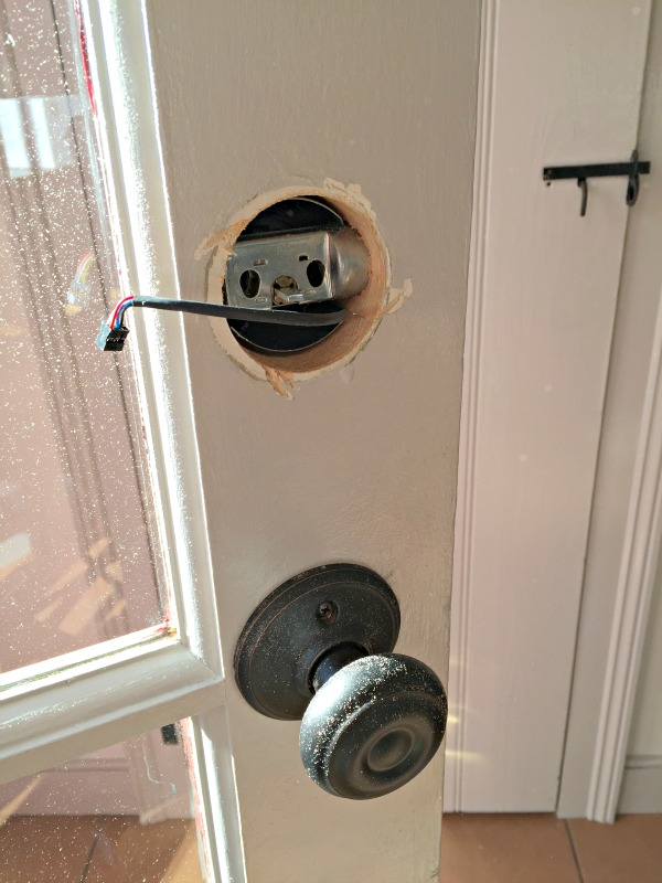 schlage door knob installation photo - 12